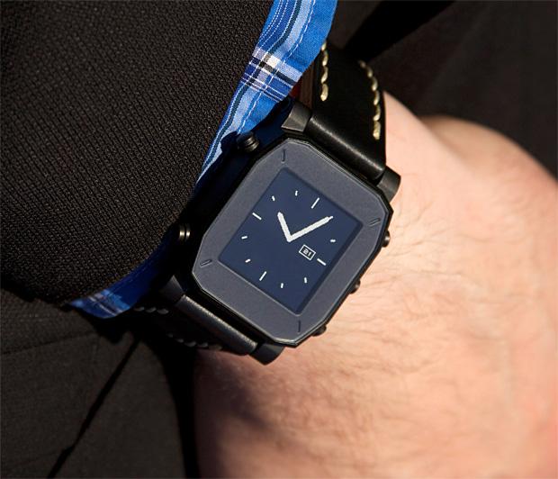agent smartwatch la nouvelle montre connect e wearemobians wearemobians. Black Bedroom Furniture Sets. Home Design Ideas
