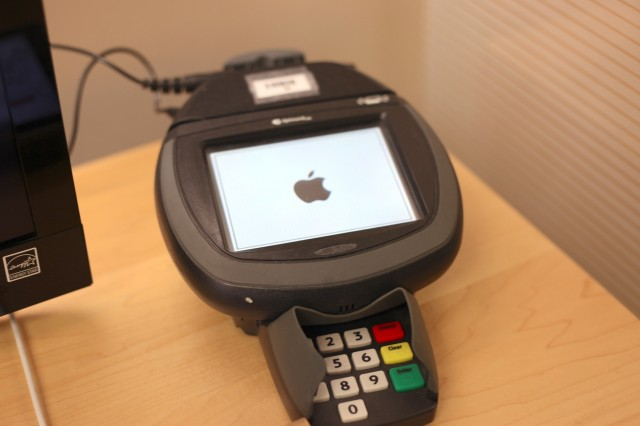 Apple-Store-Register-640x426