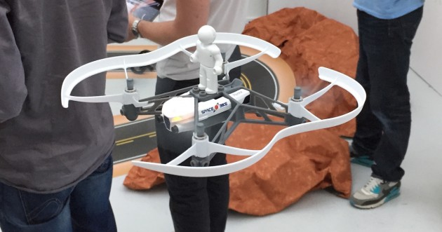 ParrotMinidrone_AirborneCargo_lego