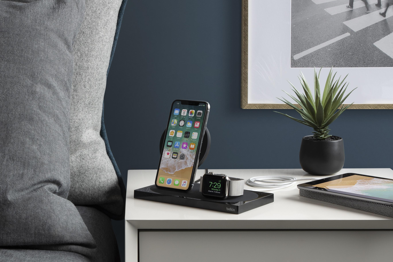3a80e90a2507a4 La station BOOST UP possède donc deux stations de recharges sans fils, une  pour le smartphone et l autre pour la montre. Intégrant de nouvelles  technologies ...